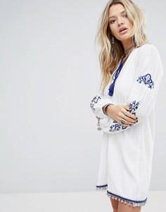 Свободное платье с кисточками и вышивкой Honey Punch - Белый