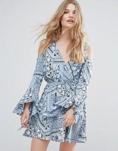 Платье с вырезами на плечах и широкими рукавами Influence - Синий