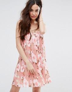 Плиссированное платье-комбинация с цветочным принтом Missguided - Розовый
