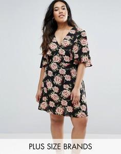 Чайное платье с оборками на рукавах и цветочным принтом Boohoo Plus - Черный