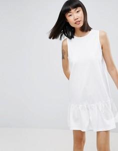 Свободное платье мини без рукавов с оборкой по краю ASOS - Белый