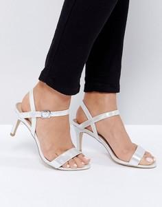 Босоножки на среднем каблуке с эффектом металлик New Look - Серебряный