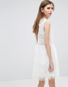 Кружевное приталенное платье Y.A.S Norge - Белый