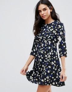 Чайное платье с цветочным принтом Goldie Hazy Days - Синий