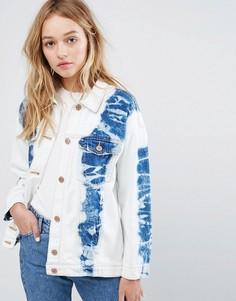 Мраморная джинсовая куртка Monki - Синий