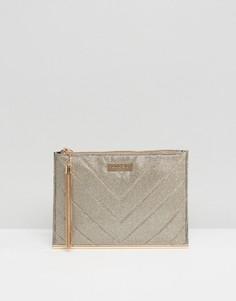 Стеганая сумка-клатч из золотистого люрекса с кисточкой Lipsy - Золотой