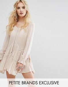 Свободное платье с оборкой на подоле Glamorous Petite - Кремовый