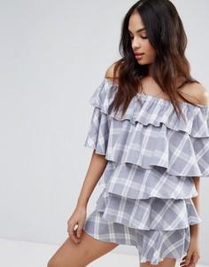 Клетчатое платье с широким вырезом и оборками Missguided - Серый