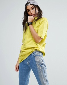 Свободная футболка с защипами ASOS - Желтый