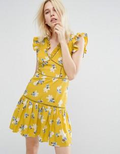 Чайное платье без рукавов с цветочным принтом и оборками J.O.A - Желтый J.O.A.