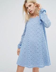 Кружевное свободное платье с открытыми плечами и кисточками J.O.A - Синий J.O.A.