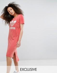 Платье-футболка с удлиненным краем adidas Originals - Розовый