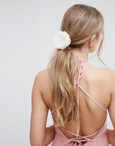 Заколка для волос с цветочной отделкой ASOS Wedding - Кремовый
