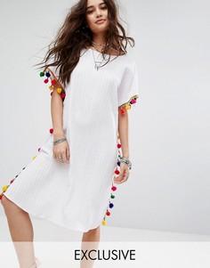 Платье-туника с V-образным вырезом на спине и помпонами Reclaimed Vintage Inspired - Белый