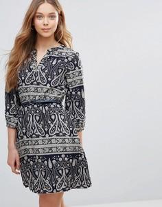 Платье с поясом и принтом пейсли Yumi - Темно-синий