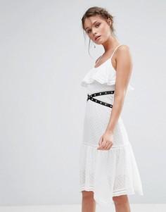 Кружевное платье миди с люверсами и рюшами True Decadence - Белый