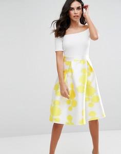 Приталенное платье миди с открытыми плечами и юбкой с цветочным принтом AX Paris - Мульти