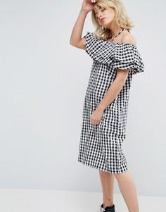 Клетчатое платье с широким вырезом, оборками и завязкой на шее Chorus - Черный