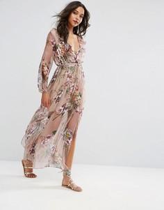 Платье макси с цветочным принтом и поясом Boohoo - Розовый