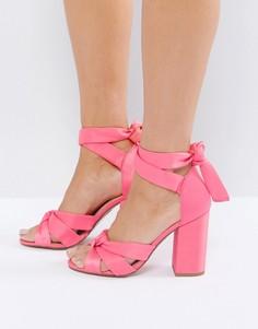 Атласные босоножки на блочном каблуке New Look - Розовый