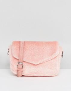Розовая пушистая сумка через плечо Skinnydip - Розовый
