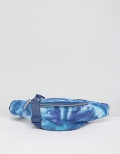 Сумка-кошелек на пояс с принтом тай-дай ASOS BEACH - Синий
