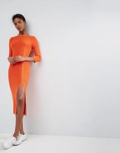 Платье миди в рубчик с V-образным вырезом ASOS - Розовый