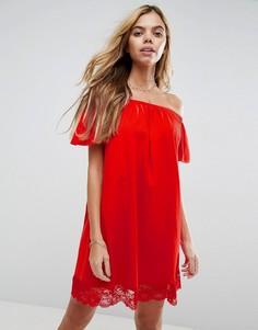 Платье мини с открытыми плечами и кружевным краем ASOS - Красный