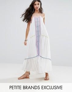 Платье макси с зеркальной отделкой и кисточками на завязках White Cove Petite - Мульти