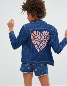 Джинсовая куртка с вышивкой сердца на спине Monki - Синий
