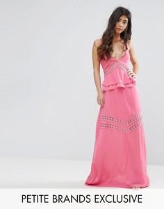 Многоярусное платье макси с кружевными вставками Boohoo Petite - Розовый
