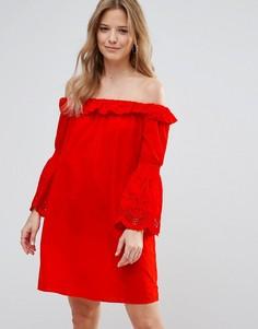 Платье с открытыми плечами и расклешенными рукавами Vero Moda - Красный