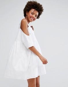 Свободное платье с открытыми плечами Monki - Белый