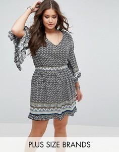 Приталенное платье с помпонами Boohoo Plus - Черный