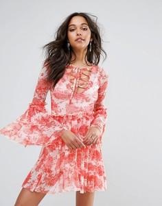 Ярусное платье с цветочным принтом Boohoo - Красный
