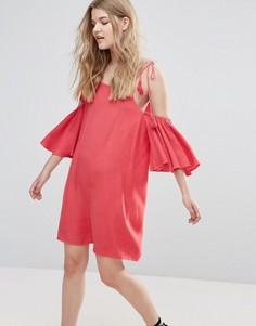 Платье с открытыми плечами и кисточками Influence - Красный