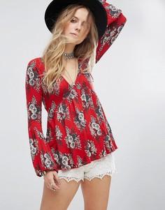 Блузка с цветочным принтом Free People Speak Easy - Красный