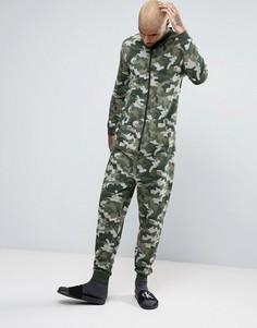 Комбинезон с камуфляжным принтом ASOS - Зеленый