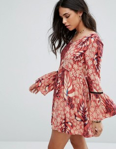 Платье с принтом и расклешенными рукавами Mink Pink - Мульти
