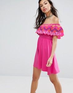 Сарафан с открытыми плечами и вышивкой ASOS - Розовый