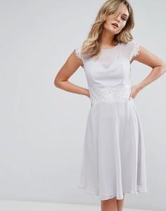 Приталенное платье миди с кружевной отделкой Elise Ryan - Серый