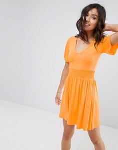 Чайное платье с присборенной талией и оборками на рукавах ASOS - Оранжевый