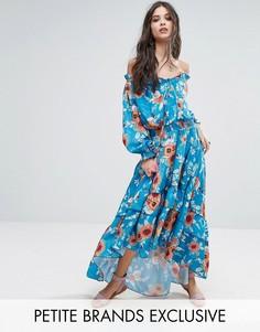 Платье макси с цветочным принтом, открытыми плечами и ярусным подолом White Cove Petite - Мульти