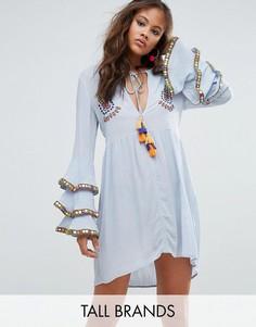 Свободное платье с вышивкой и рукавами-оборками Glamorous Tall - Синий