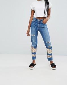 Джинсы в винтажном стиле с принтом металлик New Look - Синий