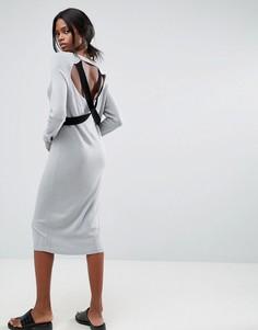 Вязаное платье с V-образным вырезом и бретельками ASOS - Серый