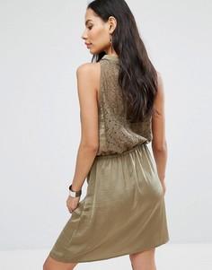 Короткое приталенное платье-халтер B.Young - Зеленый