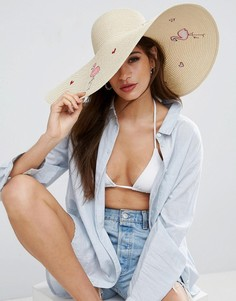 Соломенная oversize-шляпа с фламинго и сердцем ASOS - Бежевый