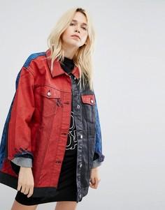 Джинсовая oversize-куртка колор блок с принтом Cheap Monday - Синий