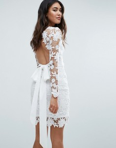Ажурное платье с открытой спиной и длинными рукавами Club L - Кремовый